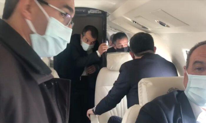 Pakdemirli'nin de yer aldığı uçak zorunlu iniş yaptı