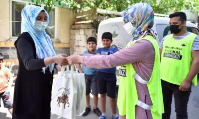 Çocukların bayramlıkları Osmangazi Belediyesi'nden