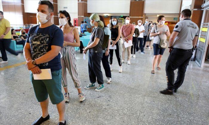 Tatilcilere bulundukları şehirlerde aşı olmaları önerisi